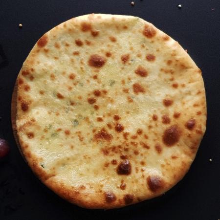 хачпури хобезгина с картофелем и имеретинским сыром